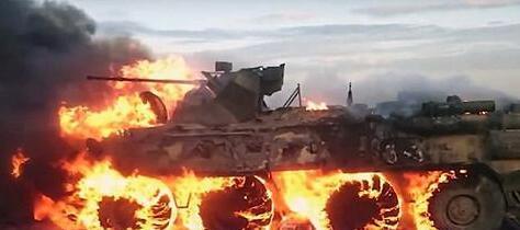 史上最贵行军餐:俄士兵生火热饭 不慎烧毁装甲车
