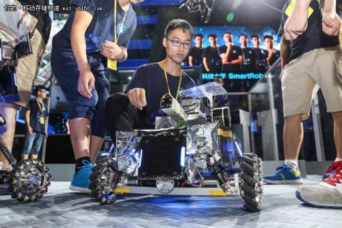 世界机器人相聚北京 产业落地加速