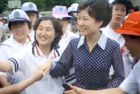"""崔顺实法庭""""表白""""朴槿惠:喜欢她 就像喜欢明星"""