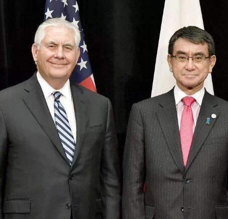 日本外相与韩国总统特使团成员举行会谈