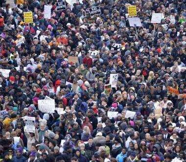 """华盛顿举行反""""白人至上""""游行示威"""