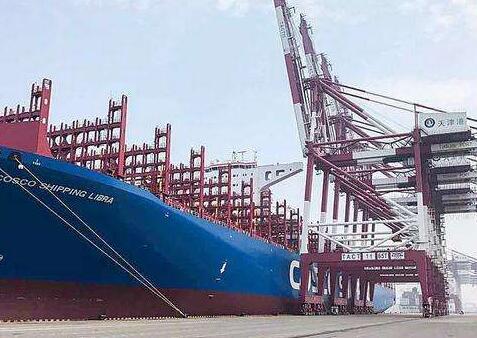"""世界最大集装箱货轮""""中远海运天秤座""""轮迎来首航"""