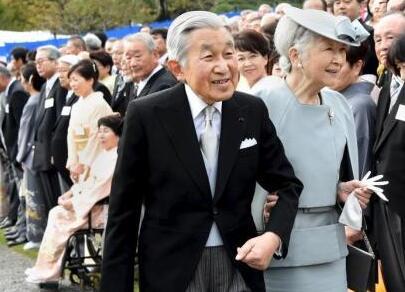 日本明仁天皇视察福岛灾区 或为退位前最后一次