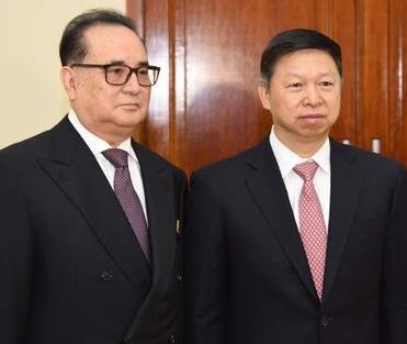 习近平特使同朝鲜劳动党中央副委员长李洙墉会谈