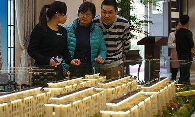 南京再现抢房:8成首付仍有万人报名 中签率仅为5.8%