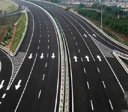 中国建设全球首条光伏高速公路年底通车 未来将实现车辆移动充电
