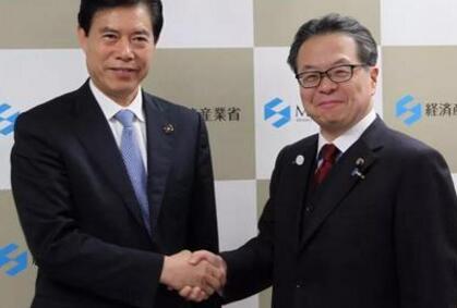 商务部部长在东京会见日本经济产业大臣世耕弘成