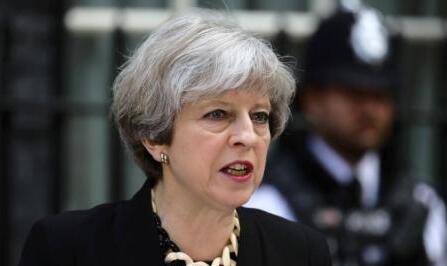 英国首相陷管治危机 40名议员联署提出不信任动议