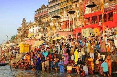 印度有3.5亿多妇女等待厕所 站成排可绕地球四圈