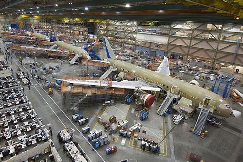 促进了飞机结构设计的不断优化,新材料开发以及新的制造工艺大量应用.