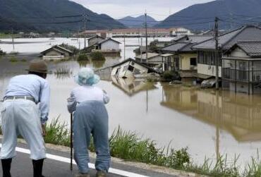 日本连日暴雨已致至少158人死亡 为何如此严重?