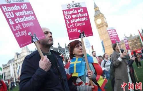一年内13万欧盟移民离开英国 创10年来最高纪录