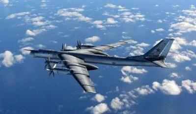"""俄军方:俄轰炸机在中立水域飞行时遭美F22""""伴飞"""""""