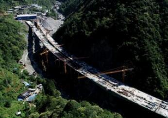 巴陕高速公路米仓山隧道独头掘进完成8000米