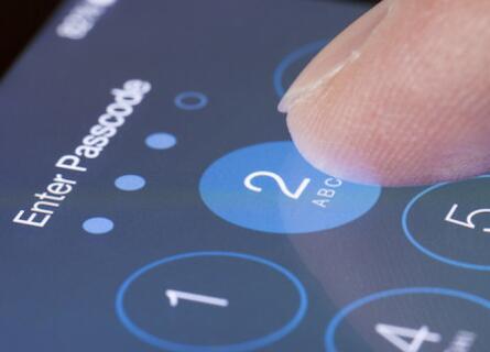 黑客发现iphone新漏洞 连接电脑可以绕过密码保护系统