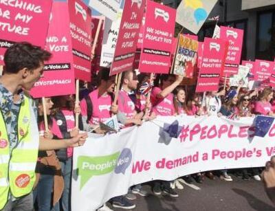 近70万人参加伦敦脱欧示威游行 队伍长达1.6公里