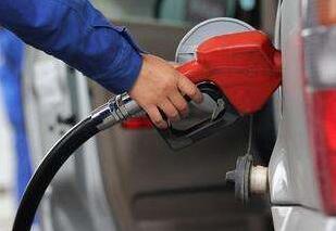 """今年成品油价首次上调后期大概率""""二连涨"""""""