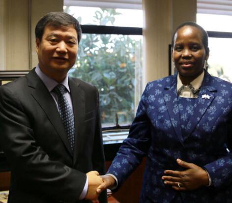 博茨瓦纳外长尤妮蒂·道将访华