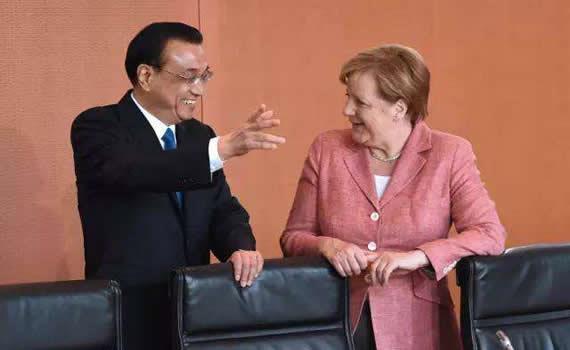"""李克强:愿""""中国制造2025""""与德国""""工业4.0""""更好对接"""