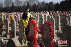 殡葬业暴利:有公司墓穴均价超十万