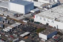 特斯拉将限制加州工厂工人数量