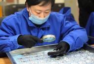 """探访沈阳造币厂 女工被称""""见钱最多的人"""""""