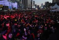 朴槿惠支持者与反对者在街头分别游行