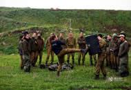 枪不离身容颜姣好 探访戈兰高地女兵营地