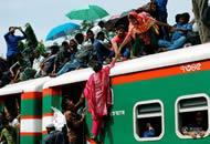 实拍孟加拉国开斋节交通全面超载 场面远胜春运