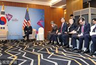 美副总统会晤迟到15分钟 文在寅等到打盹