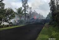 夏威夷地震引发火山喷发 路面喷火焰