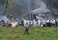 古巴载114人客机坠毁 现场一片狼藉残骸遍地