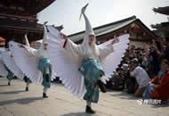 日本最大传统祭祀庆典举行 民众游行庆祝