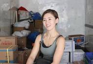 美女搬运工走红:一次拉货400斤 在男人堆工作很爽快