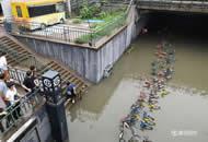 回龙观桥下积水开始排水 北京市长赶赴现场
