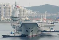 国产航母离开码头 开始第二次试航
