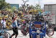 杭州共享单车堆积8万多辆 成堆单车没有被运走