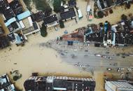 直击广东惠州水灾救援现场 武警等多部门连夜奋战