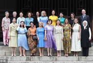 G20领导人伴侣合影 梅姨老公成唯一男性